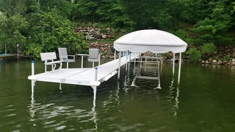 Horizontal back Chairs and Table on Voyager Dock